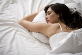 На какой стороне кровати лучше спать